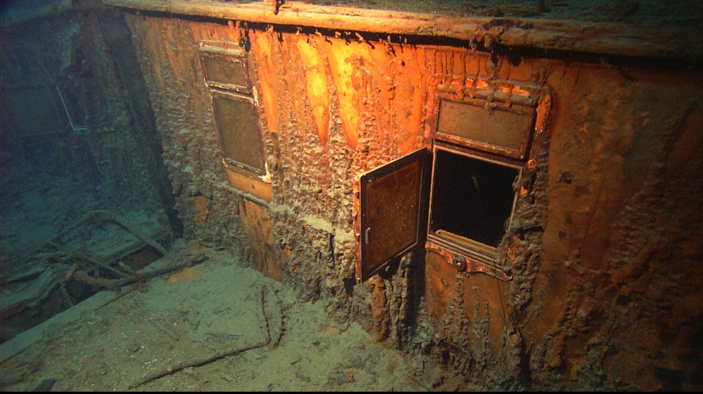 Titanic-Under-Water