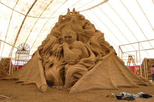 best sand  sculptures 530x352 Amazing sand sculptures