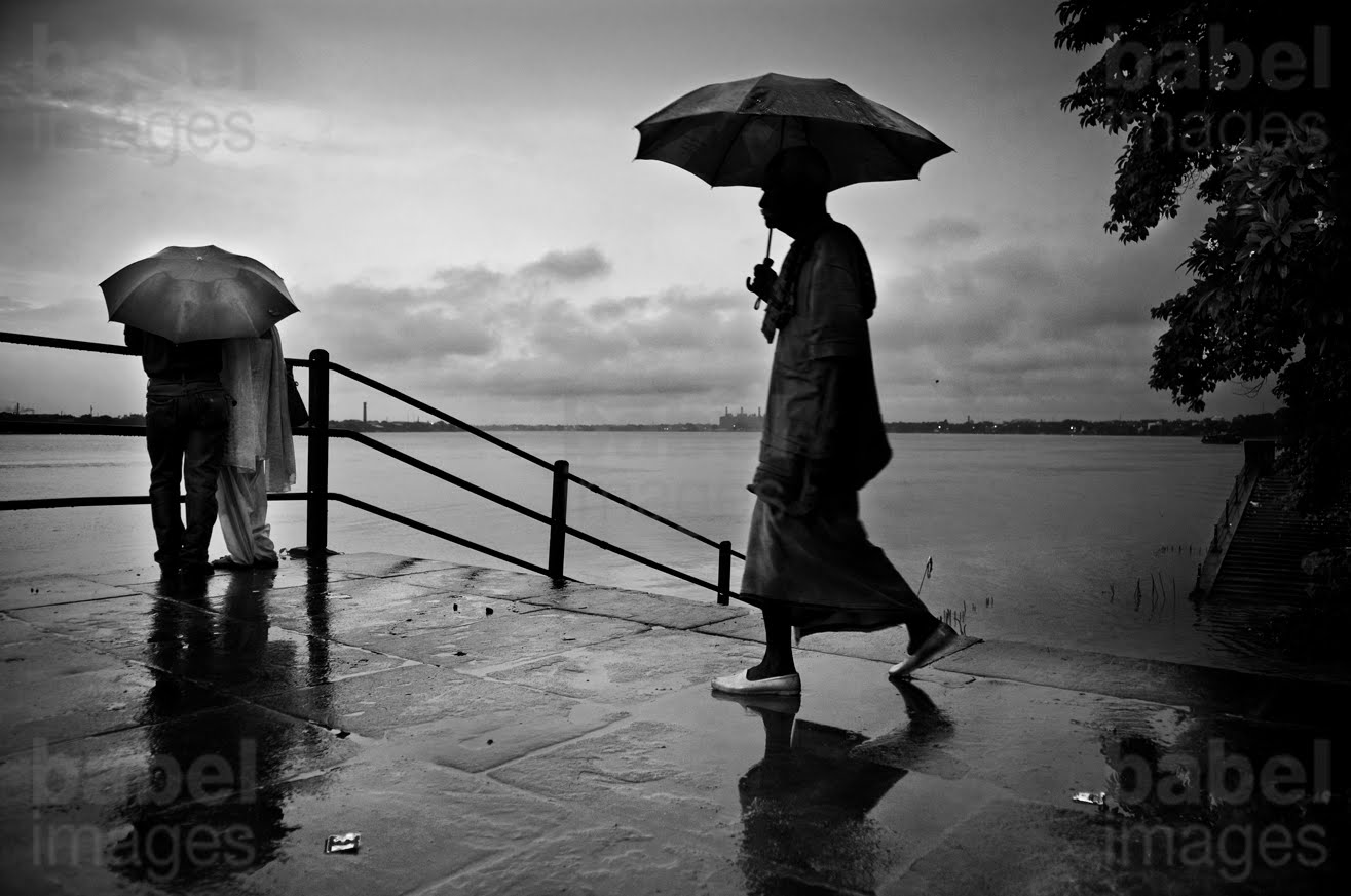 lovers walking in the rain Rain Lovers 
